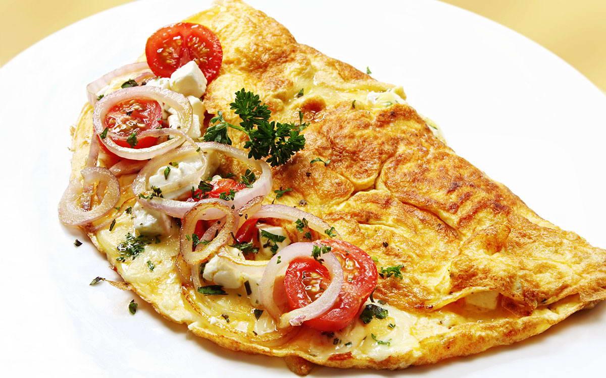 طريقة عمل بيض اومليت بالبندورة الكرزية وجبنة الفيتا في 5 دقيقة - وصفة 2019