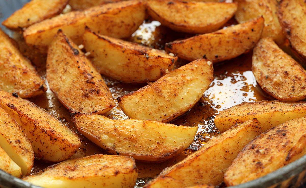 البطاطس المشوية بالبابريكا في 10 دقيقة - وصفة 2020