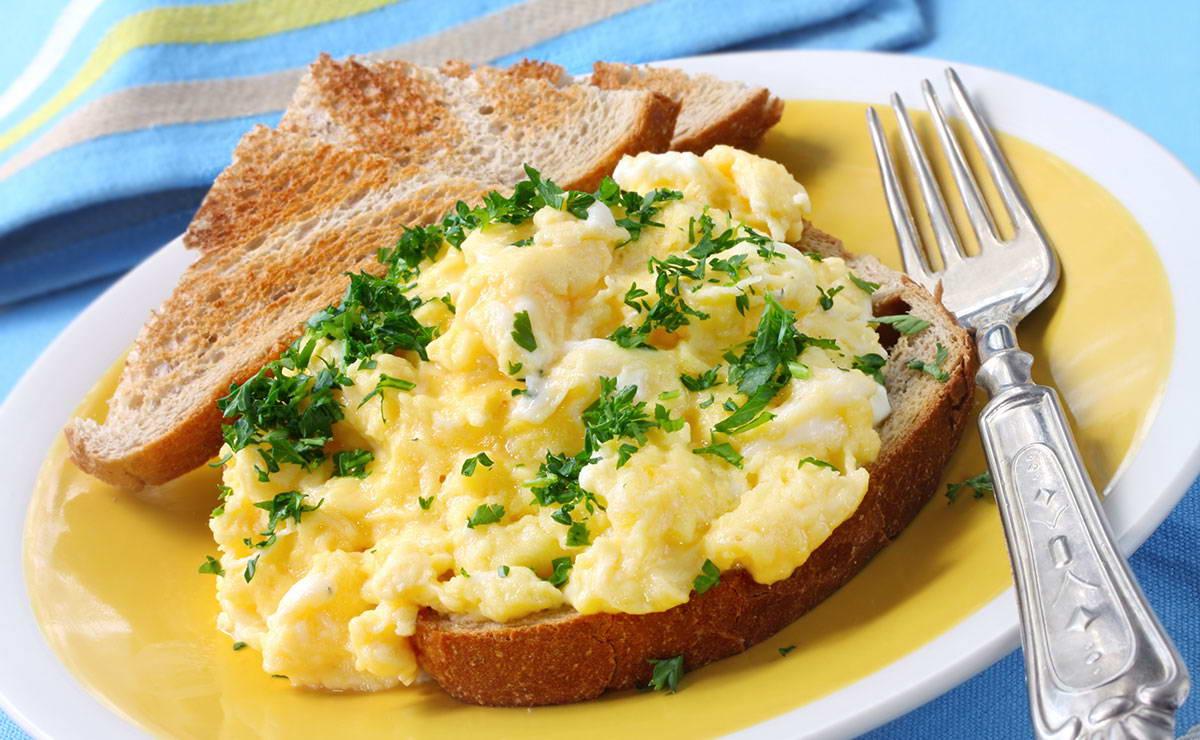 طرق عمل البيض المخفوق في 2 دقيقة - وصفة 2019