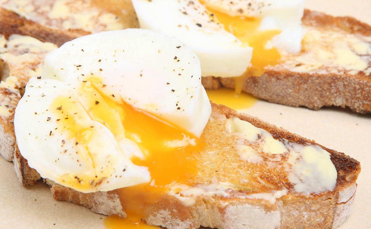 البيض المسلوق مع الخبز المحمص في 5 دقيقة - وصفة 2019