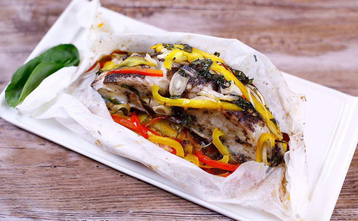 السمك المشوي بالفرن مع الزيتون في 15 دقيقة - وصفة 2019