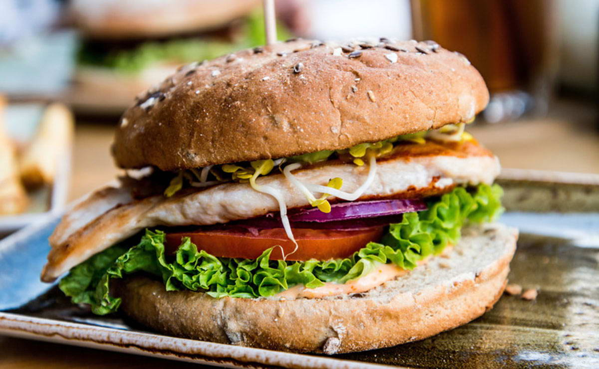 برغر دجاج بصلصة الباربيكيو في 10 دقيقة - وصفة 2021