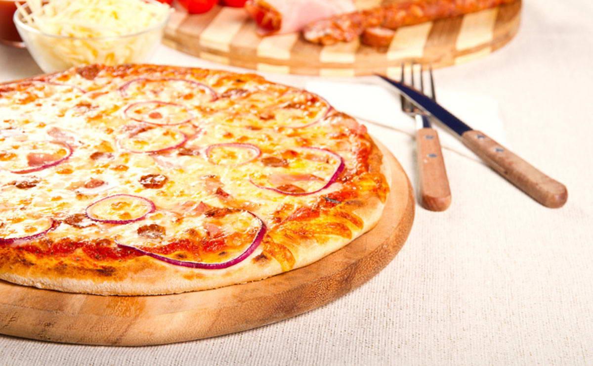 طريقة عمل بيتزا البصل في 30 دقيقة - وصفة 2021