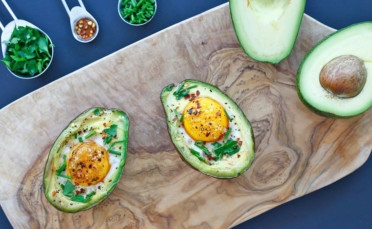 بيض مخبوز بالأفوكادو في 5 دقيقة - وصفة 2019