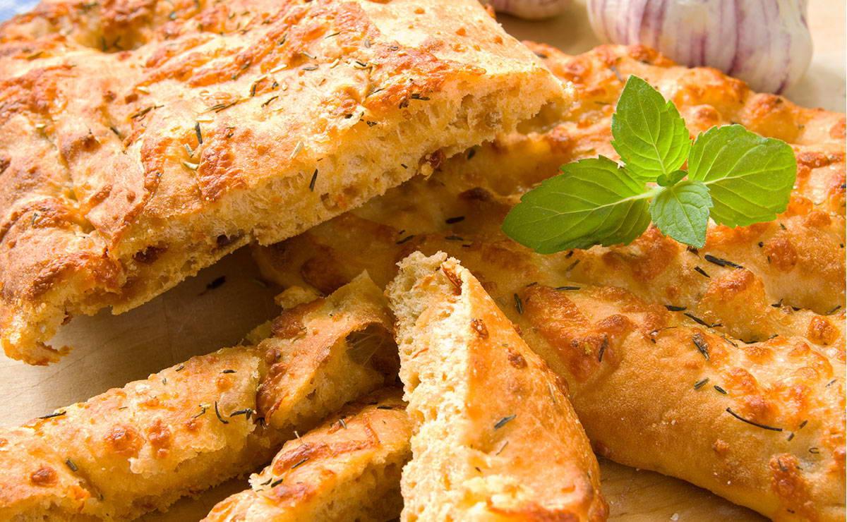 خبز الفوكاشيا مع الثوم و الحبق في 20 دقيقة - وصفة 2019