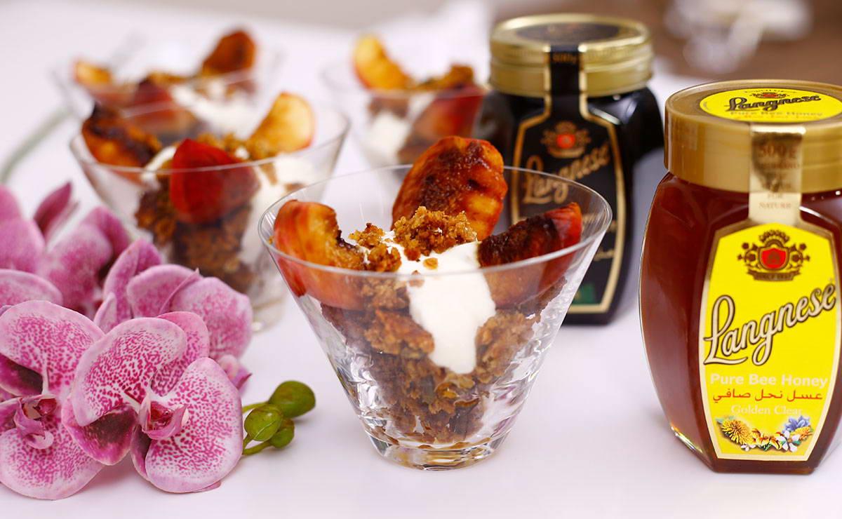 دراق مشوي مع الجرانولا والعسل في 10 دقيقة - وصفة 2020