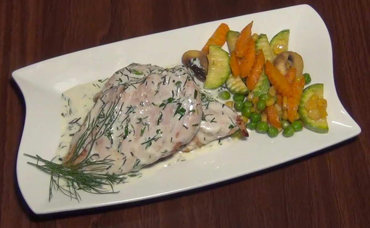ستيك الدجاج بصلصة الأعشاب مع الخضار في 15 دقيقة - وصفة 2019