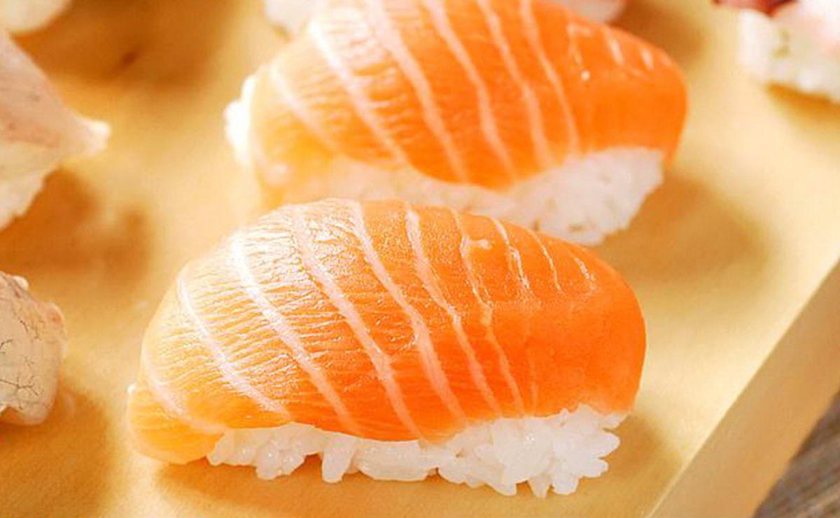 طريقة عمل السوشي بسمك السلمون في 10 دقيقة - وصفة 2019