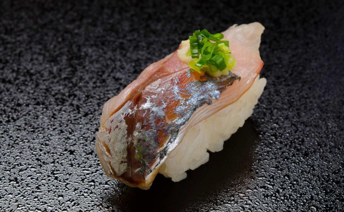 طريقة عمل السوشي بسمك الماكريل في 10 دقيقة - وصفة 2020