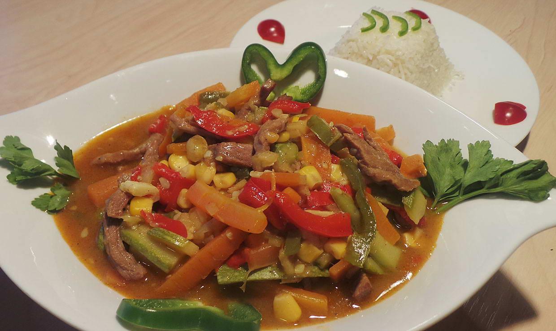 شرائح اللحم بالخضار على الطريقة الصينية في 15 دقيقة - وصفة 2020