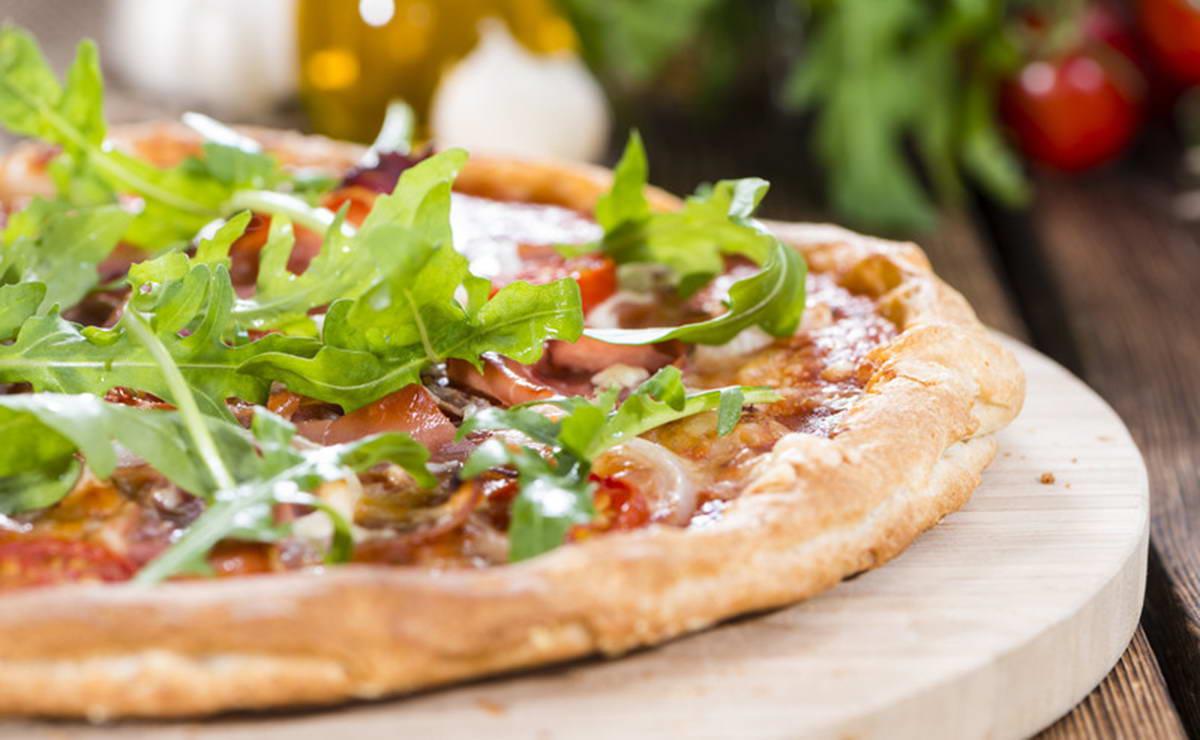طريقة عمل بيتزا الجرجير و الكبر في 30 دقيقة - وصفة 2019