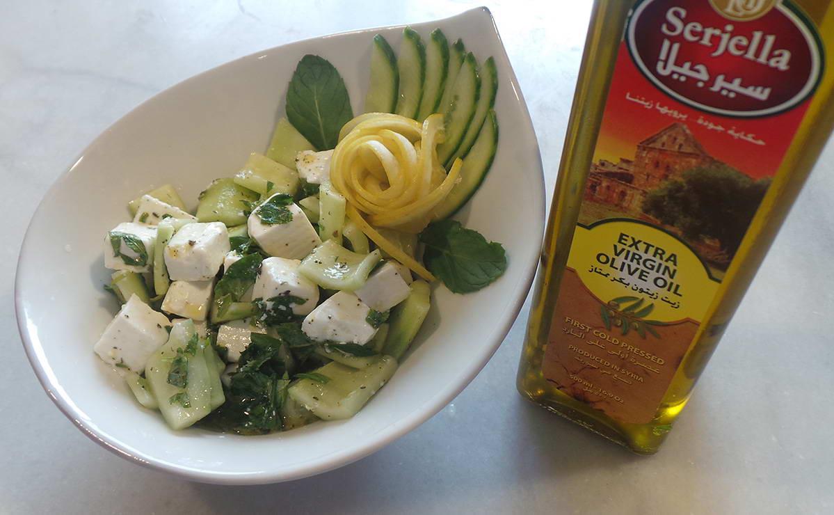 طريقة عمل سلطة الخيار وجبنة الفيتا في 10 دقيقة - وصفة 2019