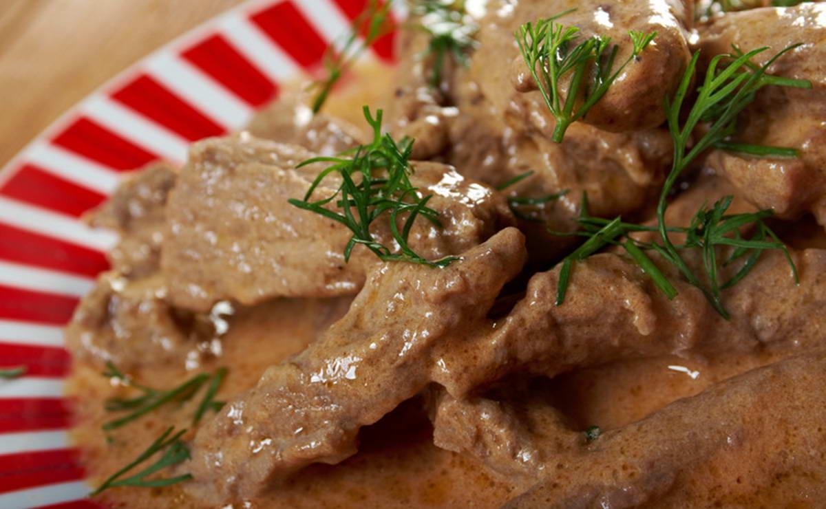 ستروغونوف اللحم في 15 دقيقة - وصفة 2019