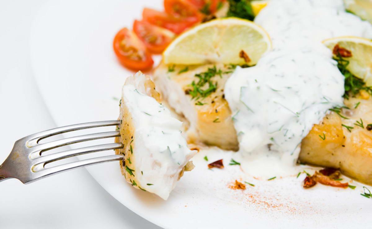 فيليه سمك اللقز المشوي بالكريما وجبنة البارميزان في 15 دقيقة - وصفة 2021